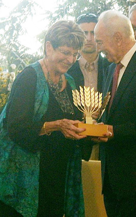 Ada Aharoni receives the Shimon Peres Price 2012